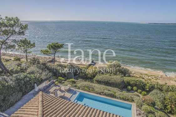 Amazing villa, facing the ocean in Pyla