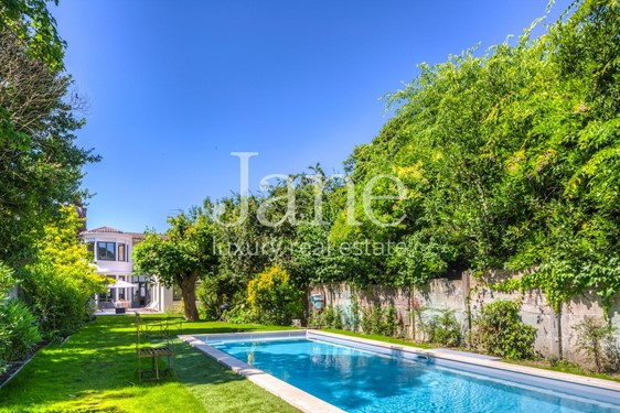 Beautiful townhouse with garden and swimming pool